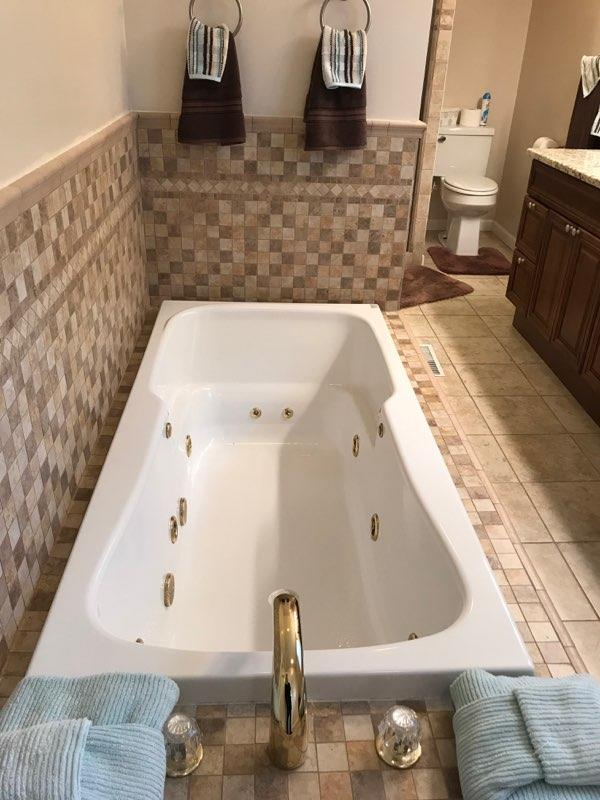 Jetted Tub Owner's Bath