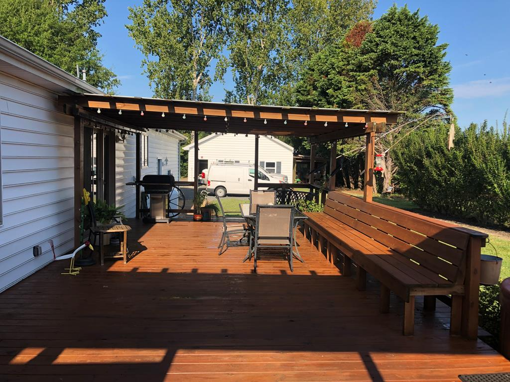 Large Deck great for entertaining