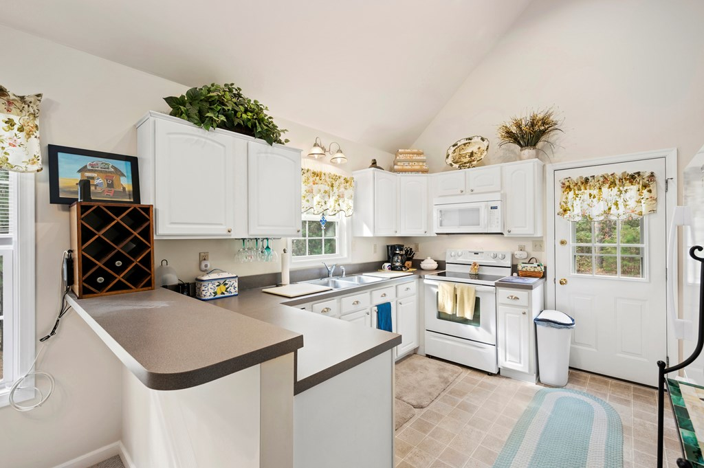 Beachy White Kitchen Cabinets