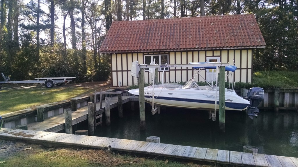Boat House and Boat Lift